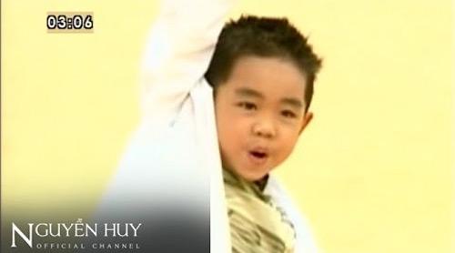 Ngày ấy - bây giờ của cậu bé chuyên hát nhạc người lớn - 1