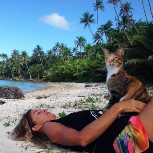 Bài học đắt giá của cô gái du lịch thế giới cùng mèo cưng - 6