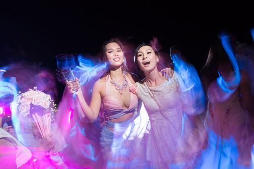 Hà Anh cực nóng bỏng trong dạ tiệc sau lễ cưới - 9