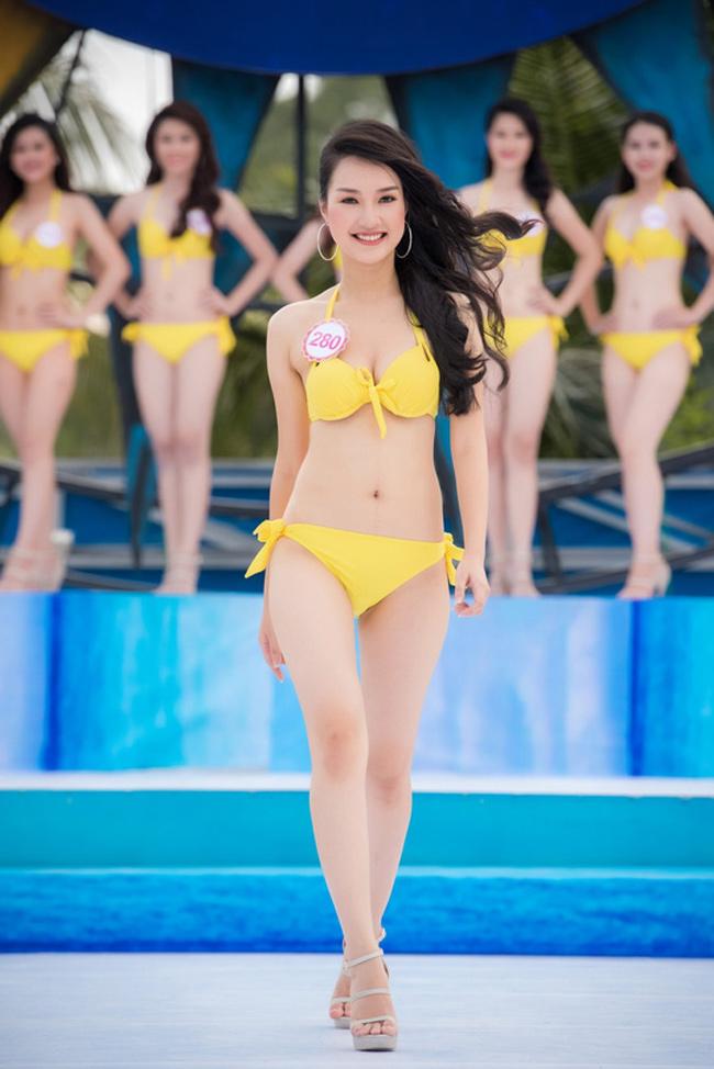 """"""" Nàng thơ xứ Huế """"  Lê Trần Ngọc Trân là một trong những thí sinh nổi bật nhất của vòng chung kết Hoa hậu Việt Nam."""