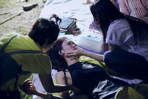 "Fung La lại ""diễn sâu"" để hút fan tại Vietnam's Next Top? - 4"