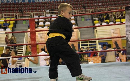 Màn múa võ Việt ấn tượng của cậu bé Tây 5 tuổi - 2