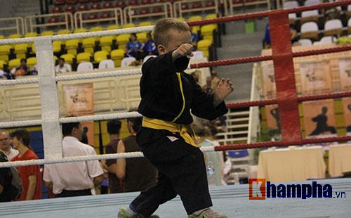 Màn múa võ Việt ấn tượng của cậu bé Tây 5 tuổi - 3