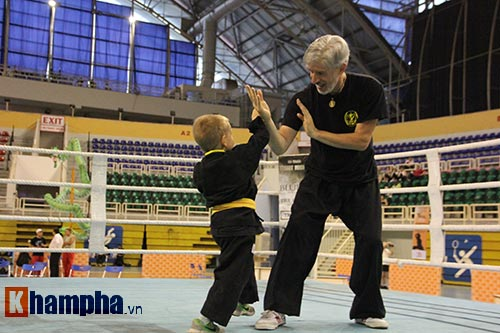 Màn múa võ Việt ấn tượng của cậu bé Tây 5 tuổi - 8