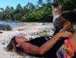 Bài học đắt giá của cô gái du lịch thế giới cùng mèo cưng