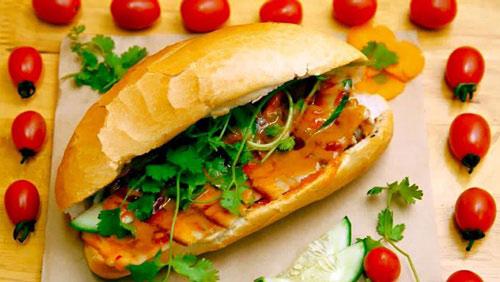 """Những món bánh mì nghe """"lạ hoắc"""" mà tuyệt ngon ở Hà Nội - 2"""