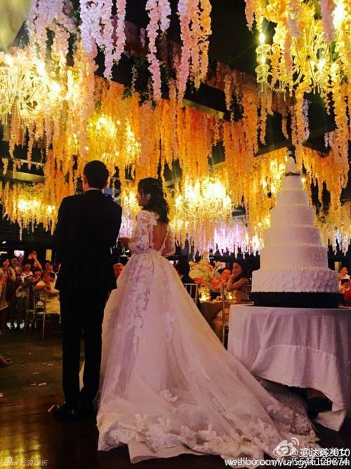 Lâm Tâm Như lộ rõ bụng bầu trong tiệc cưới - 2