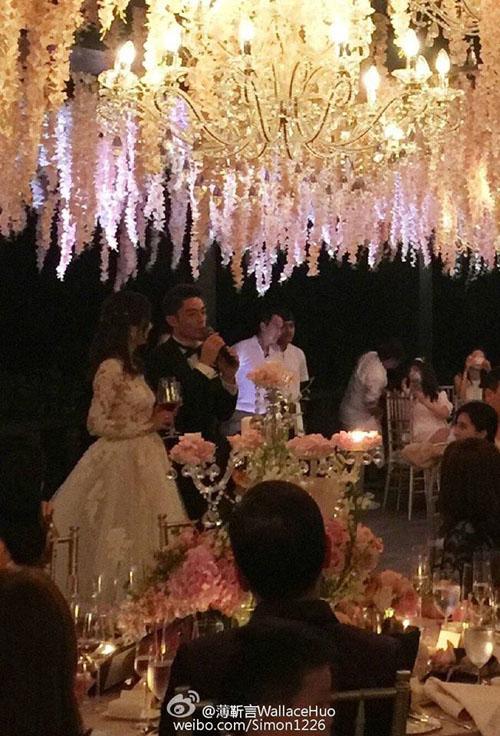 Lâm Tâm Như lộ rõ bụng bầu trong tiệc cưới - 3