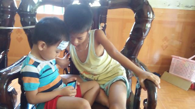 Bé trai ở Hải Dương đọc vanh vách khi không biết chữ - 6
