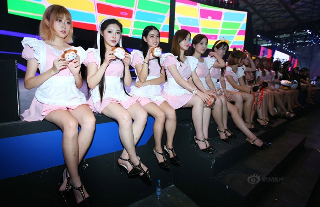 """Trước đây, China Joy là nơi hội tụ những chân dài ngực khủng, các người mẫu được & nbsp;yêu cầu phải & nbsp;mặc những bộ trang phục  """" nghẹt thở """" , phô tối đa sự gợi cảm của mình. & nbsp;"""