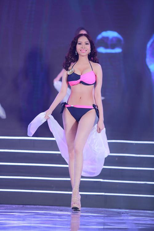 Cận cảnh màn bikini nóng bỏng của top 40 HH Bản sắc - 4