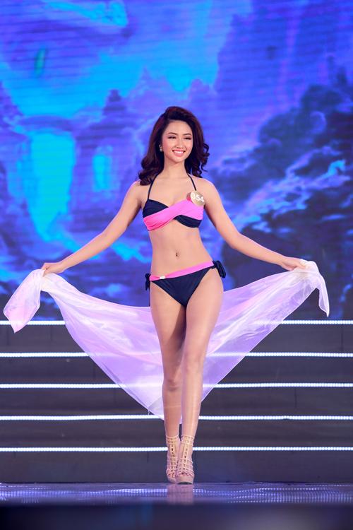 Cận cảnh màn bikini nóng bỏng của top 40 HH Bản sắc - 3