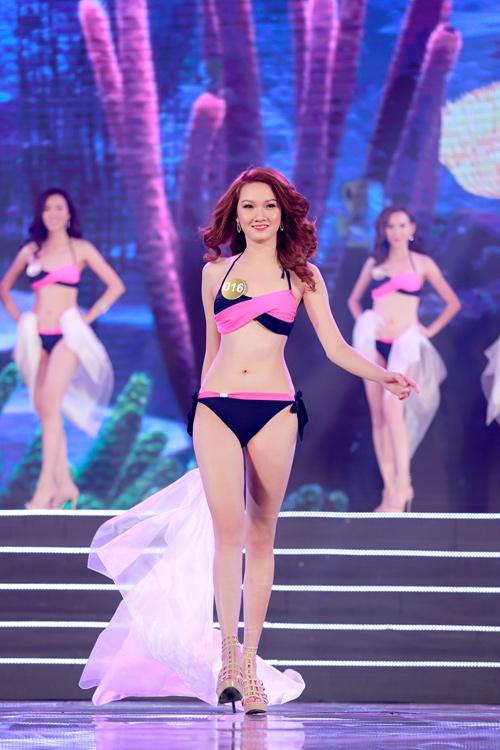 Cận cảnh màn bikini nóng bỏng của top 40 HH Bản sắc - 2