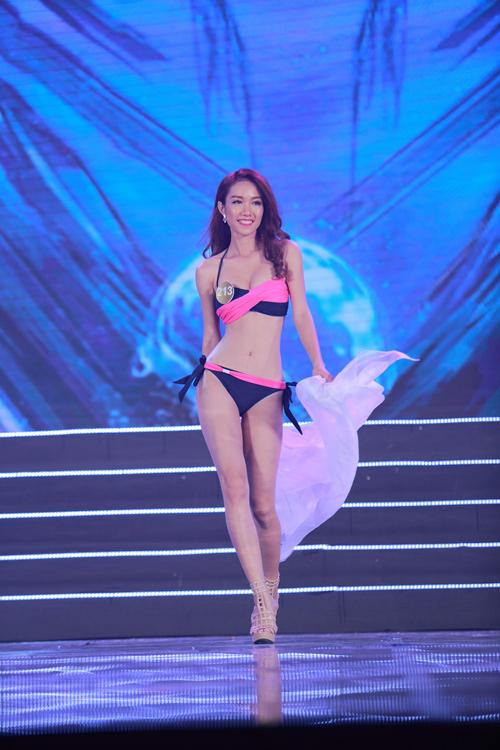 Cận cảnh màn bikini nóng bỏng của top 40 HH Bản sắc - 10