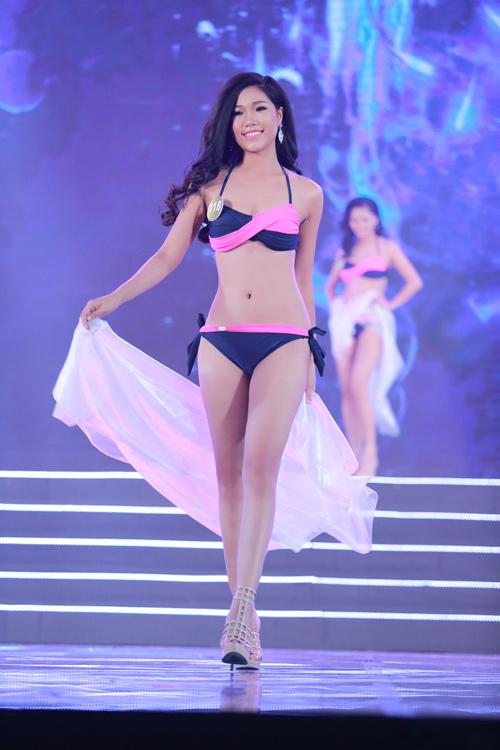 Cận cảnh màn bikini nóng bỏng của top 40 HH Bản sắc - 11