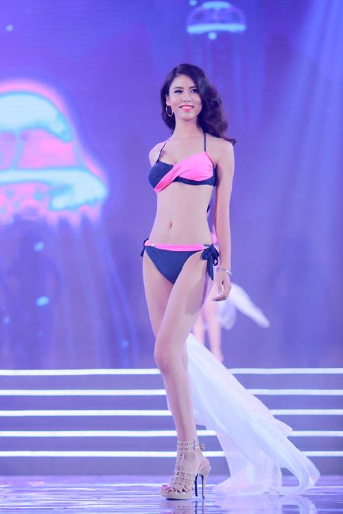 Cận cảnh màn bikini nóng bỏng của top 40 HH Bản sắc - 9