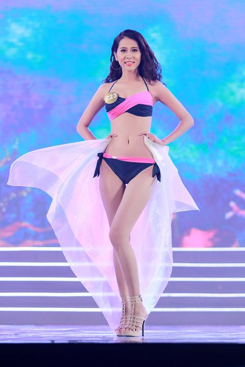 Cận cảnh màn bikini nóng bỏng của top 40 HH Bản sắc - 8