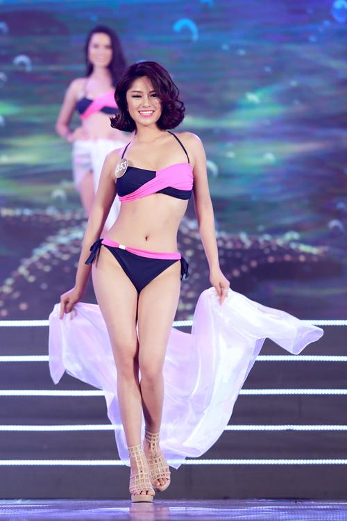 Cận cảnh màn bikini nóng bỏng của top 40 HH Bản sắc - 12