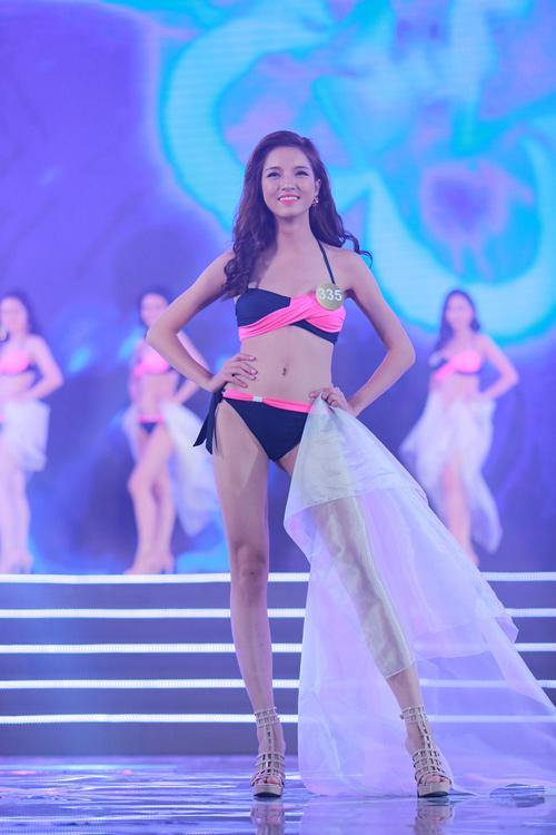 Cận cảnh màn bikini nóng bỏng của top 40 HH Bản sắc - 13