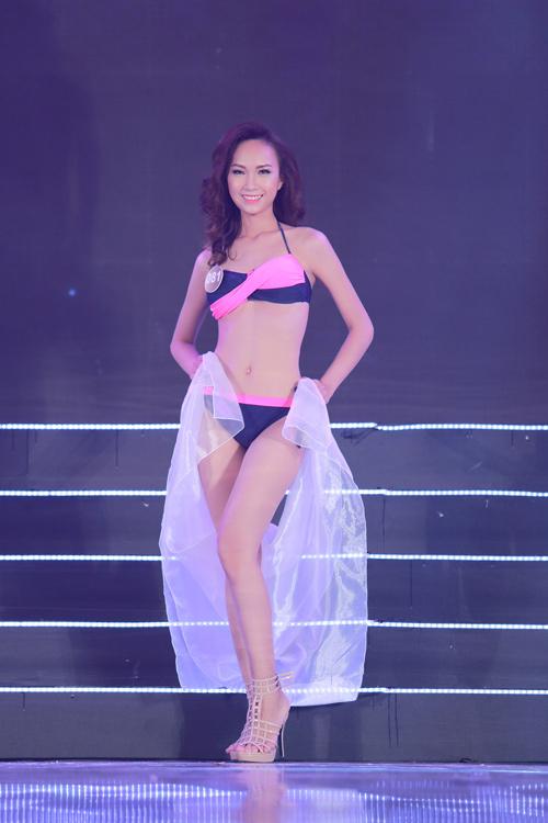 Cận cảnh màn bikini nóng bỏng của top 40 HH Bản sắc - 14