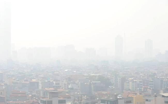 Sương mù phủ trắng trời Hà Nội dù nắng chang chang - 1