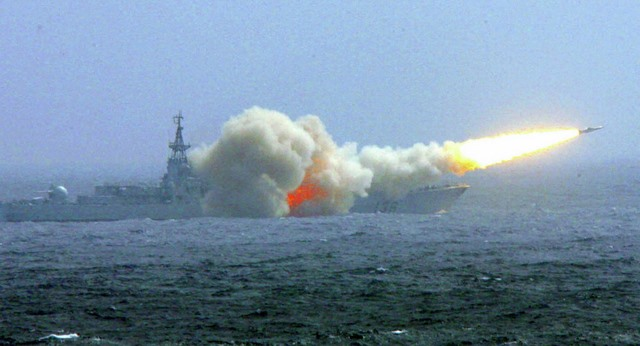"""Báo TQ gọi Úc là """"mèo giấy"""", dọa tấn công ở Biển Đông - 1"""