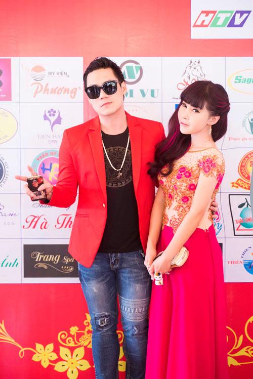 Khánh Phương khiến fan 'đứng tim' vì thân mật cùng hotgirl - 1