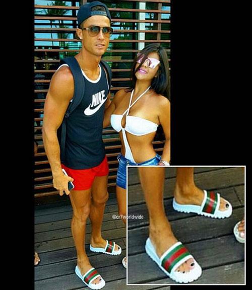Ronaldo điệu đà đeo khuyên tai trắng, sơn móng chân - 1