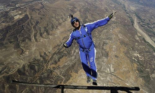 Kỷ lục điên rồ: Nhảy không dù ở độ cao 7500m - 1