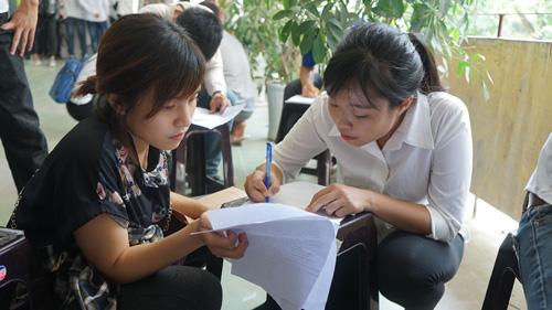 Hà Nội: Thí sinh chưa dám nộp hồ sơ trong ngày đầu đăng ký xét tuyển - 1