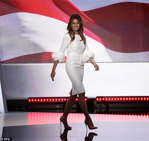 """Vợ tỉ phú Donald Trump gây """"sốt"""" nhờ mặc đẹp - 2"""