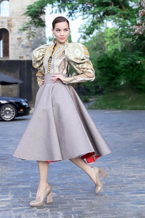 Hồ Ngọc Hà mải miết mặc đẹp với 1001 kiểu chân váy - 1