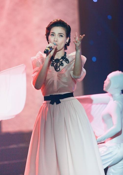 Hồ Ngọc Hà mải miết mặc đẹp với 1001 kiểu chân váy - 2