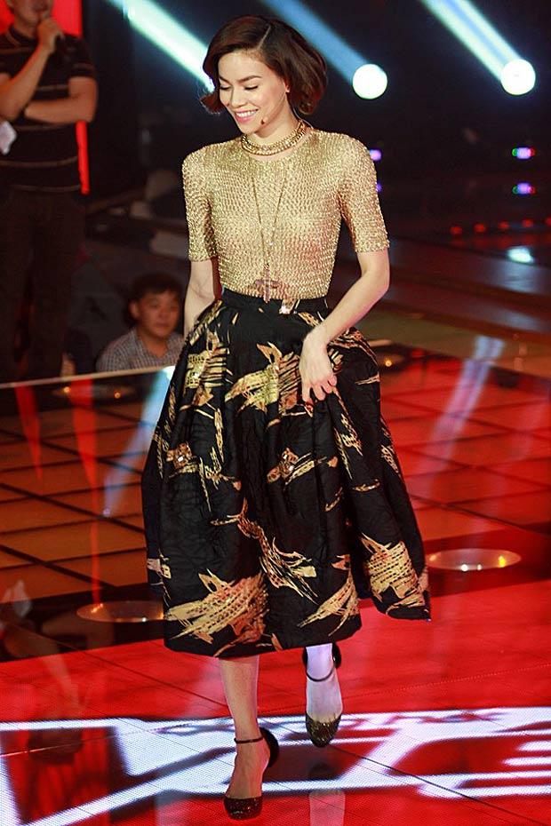 Hồ Ngọc Hà mải miết mặc đẹp với 1001 kiểu chân váy - 12
