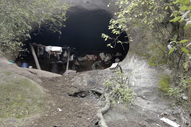 Cụ ông sống một mình trong hang núi suốt 40 năm - 1
