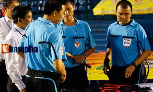 """Bị """"cướp"""" bàn thắng, không được đá lại, S.Khánh Hòa cho qua - 1"""