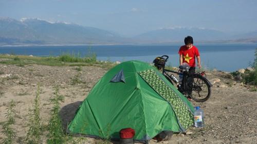 Cô gái Việt và 300 ngày đạp xe tới Paris - 2