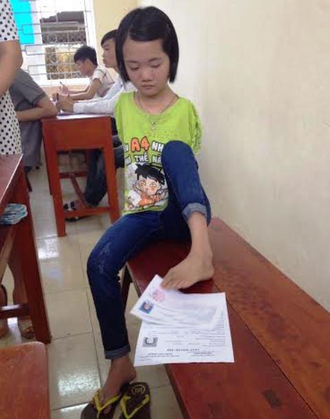 Thí sinh làm bài bằng chân được đặc cách vào thẳng đại học - 3