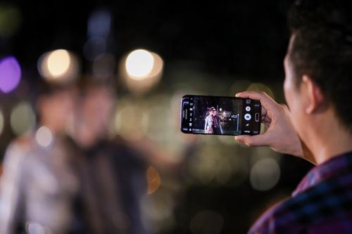 """Chiếc điện thoại khiến máy ảnh chuyên nghiệp """"thất sủng"""" tại Next Top Model - 3"""
