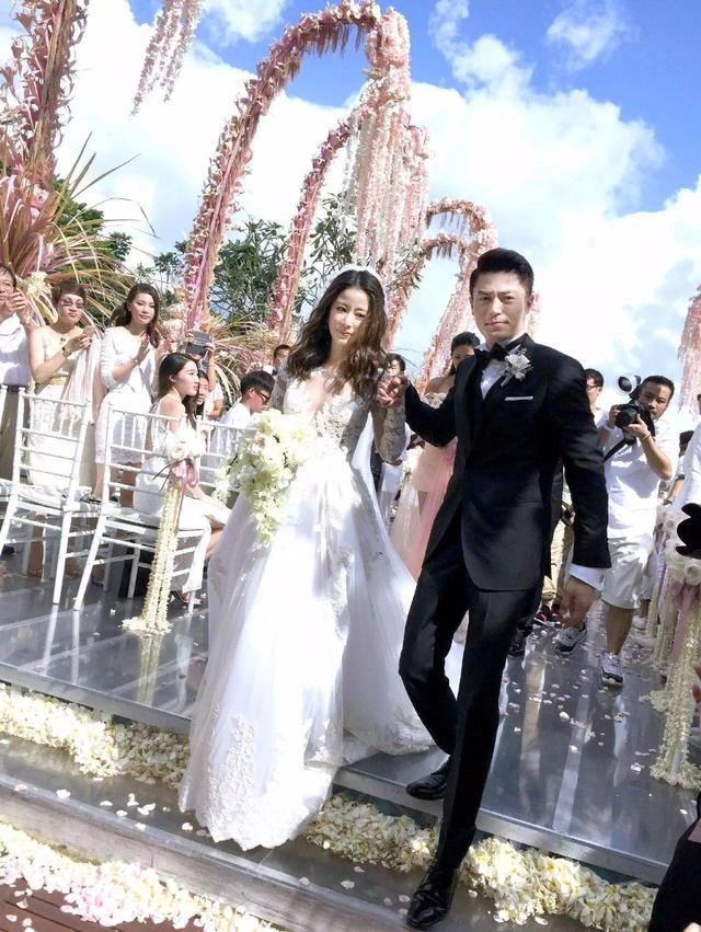 Choáng với váy và trang sức cưới đắt đỏ của Lâm Tâm Như - 1