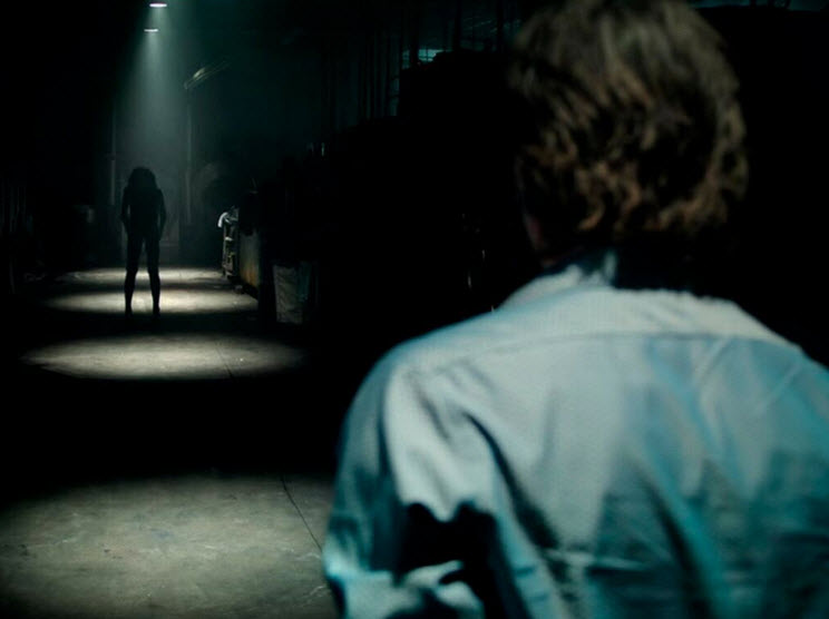 Lights Out: Cuộc rượt đuổi nghẹt thở giữa bóng tối và con người - 1