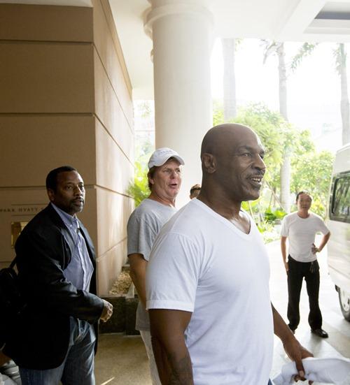Mike Tyson tất bật trên phim trường tại Việt Nam - 3