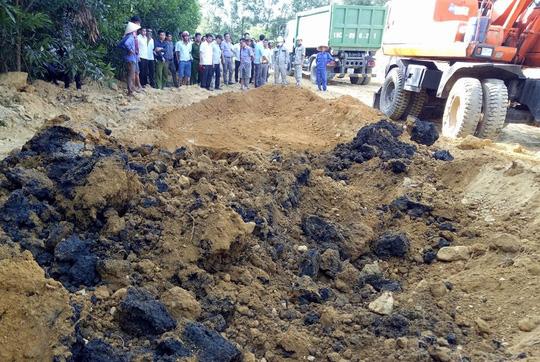 Mẫu bùn thải chôn lấp trái phép từ Formosa chứa xyanua - 1