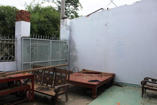Dông lốc ở ngoại ô Sài Gòn: Gần 100 căn nhà bị tốc mái - 1