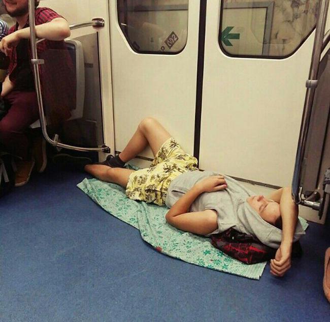 Người ta có ghế được ngồi, tôi không có ghế thì phải nằm thôi.