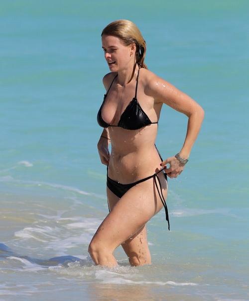 """Cảnh bikini gây tranh cãi suốt nhiều năm của """"Star Trek"""" - 4"""