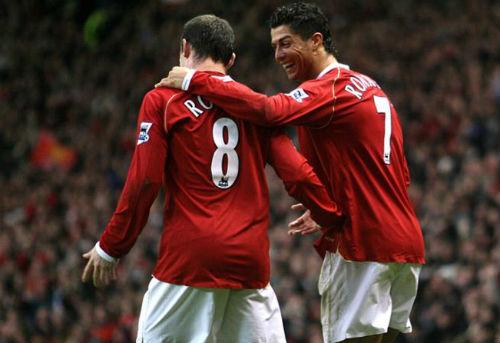 Dù phải làm nền, Rooney vẫn coi Ronaldo là số 1 - 1