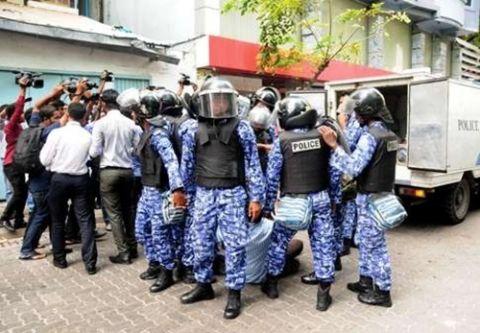 Bất ngờ với hai mặt đối lập của thiên đường Maldives - 6