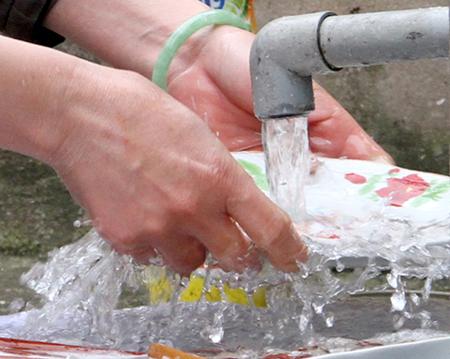 """Bệnh """"rình rập"""" nếu dùng nước mưa không đúng cách - 2"""