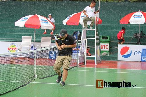 Hoàng Nam, Hoàng Thiên khốn khổ vì mưa tại Men's Futures - 4